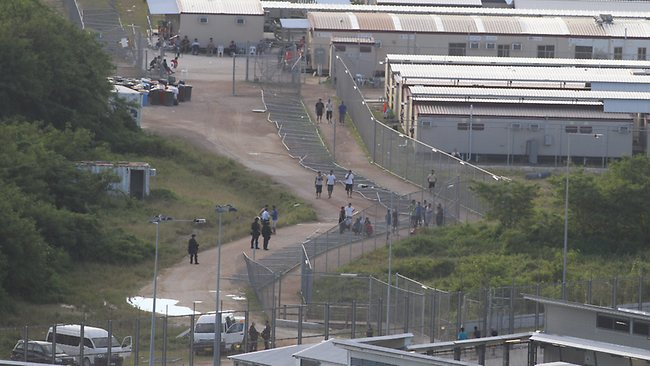 Christmas Island asylum seekers left without water or guards - Refugee Action Coalition ...